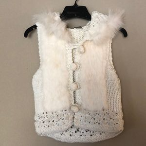 Sweater vest with crochet and fur detail